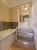 les-terrasses-du-soleil-d-or-2-pieces-6-personnes-salle-de-bain-2756383