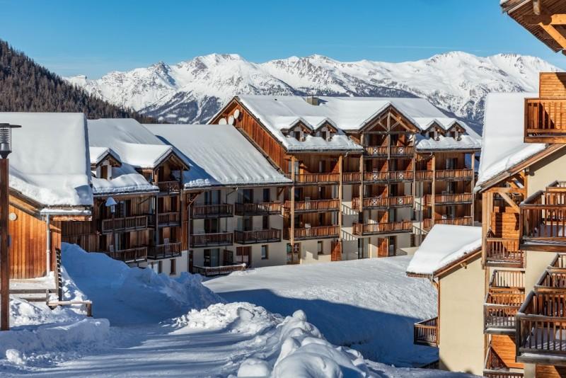les-balcons-de-bois-mean-facades-exterieurs-hiver-robert-palomba-1-719279