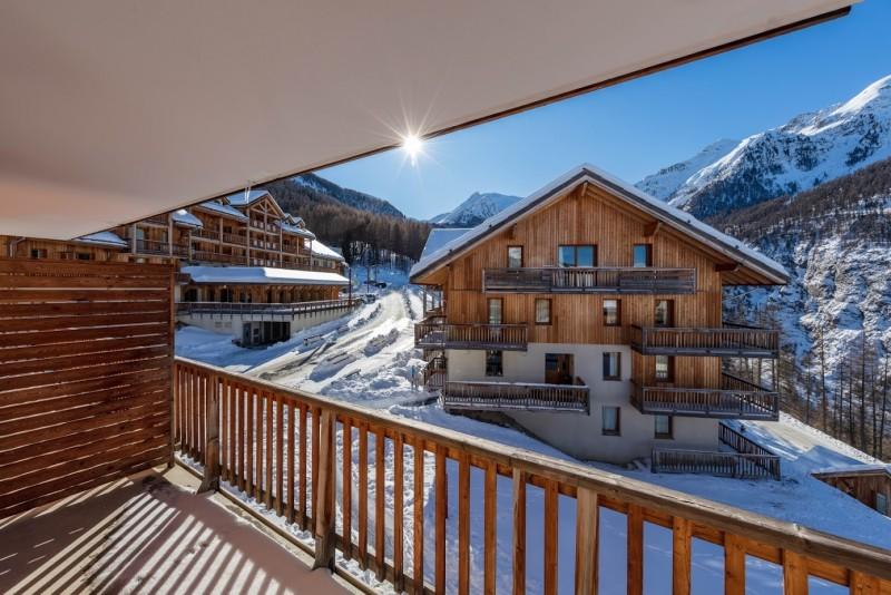 les-chalet-de-bois-mean-hiver-exterieur-749480