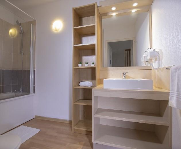 les-terrasses-du-soleil-d-or-2-3-pieces-duplex-6-personnes-salle-de-bain-2756415